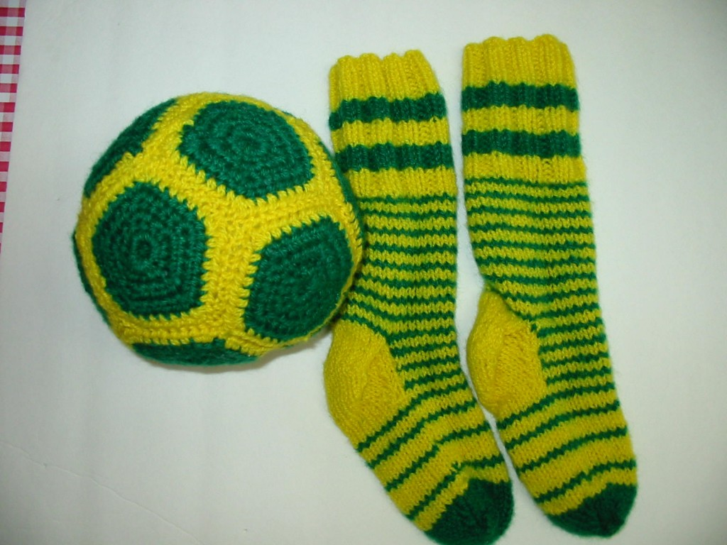 bas et ballon de soccer tricot en 100% laine d'habitant pour Jordan