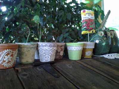 Pots de jardinage habillés de dentelles