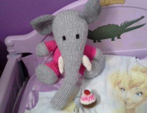 tricot éléphant à Amélie déc 2014